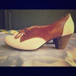 Camel and white saddle shoes (sz 7)